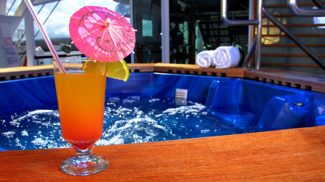 jacuzzi on galapagos cruise ship