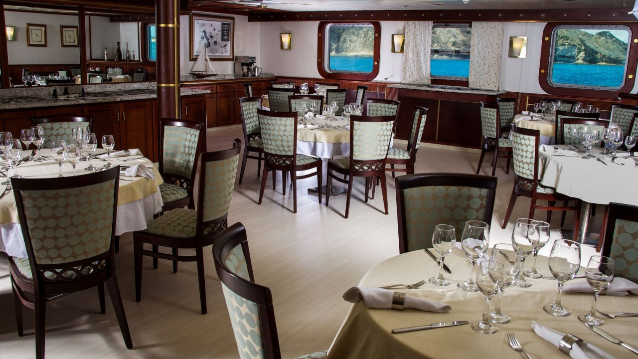 dining room on Isabella II ship