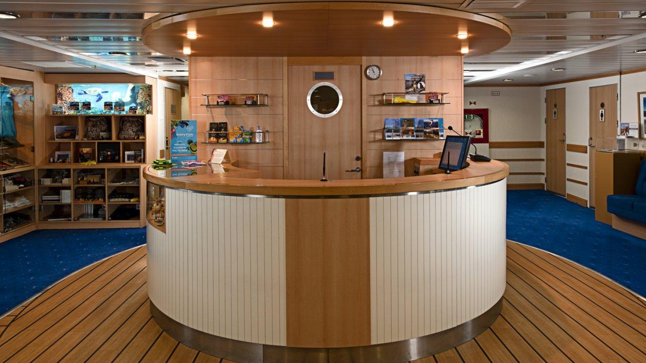 reception area on la pinta yacht