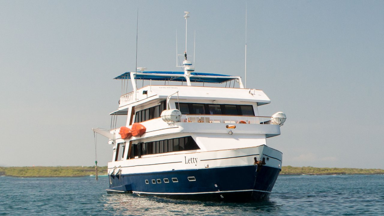 First class Galapagos yacht