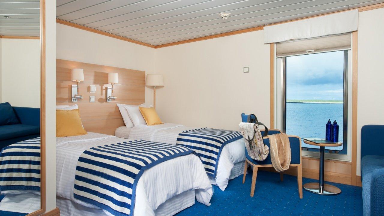 La Pinta Yacht cabin