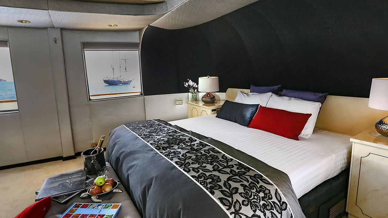 Master suite MY Passion Yacht
