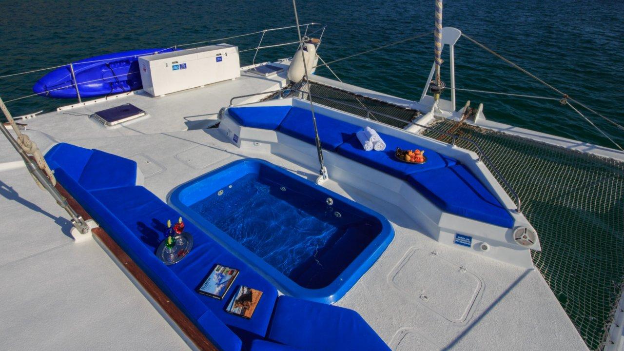 catamaran jacuzzi