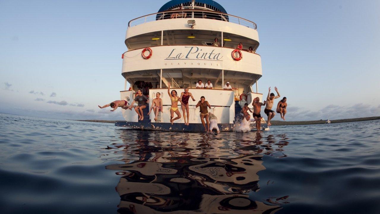 boat jumping galapagos